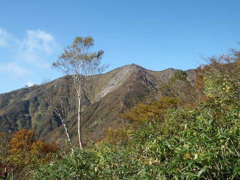 三国岳と非難小屋.jpg