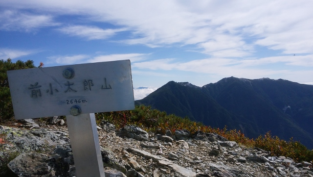 北岳.前小太郎山から鳳凰 (640x361).jpg