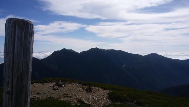 北岳.小太郎山から鳳凰 (640x361).jpg