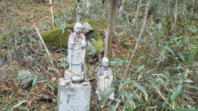 大滝根山入口のお迎え地蔵.jpg