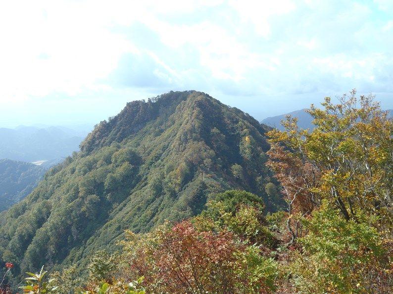 女甑山から男甑山.jpg