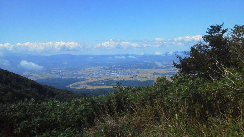 山荘から新庄盆地.jpg