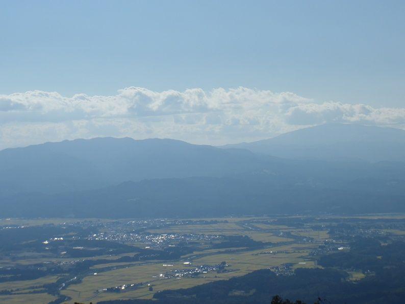 村山葉山と月山.jpg