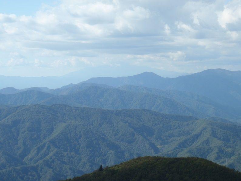 杢蔵山と鳥海山.jpg