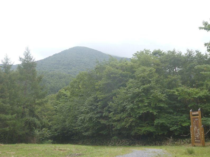 登山口から六角牛山.jpg