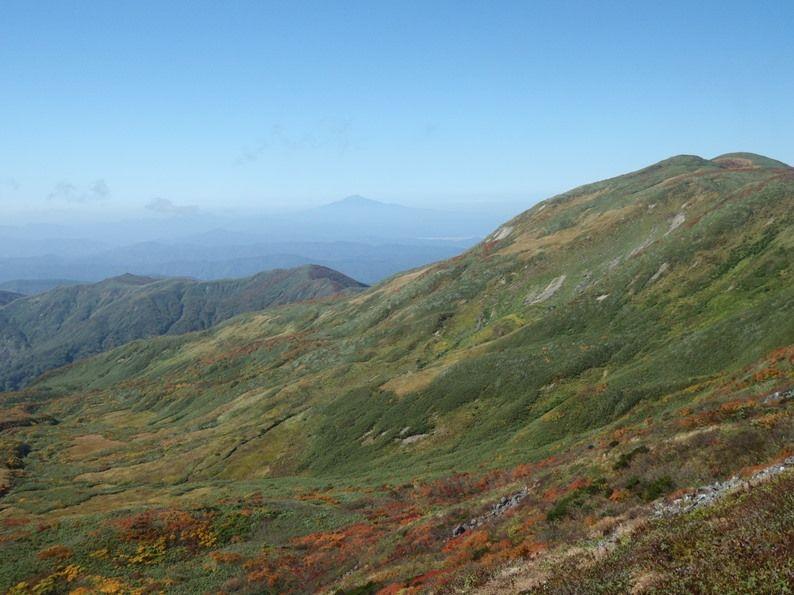 遠くは鳥海山.jpg