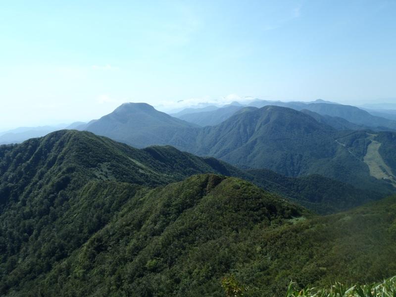 面白山山頂から左大東岳・右南面白山.JPG