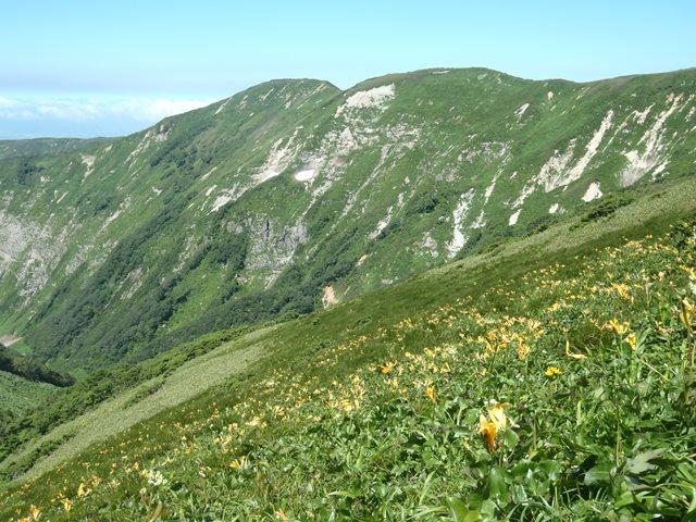 稜線から薬師岳.JPG