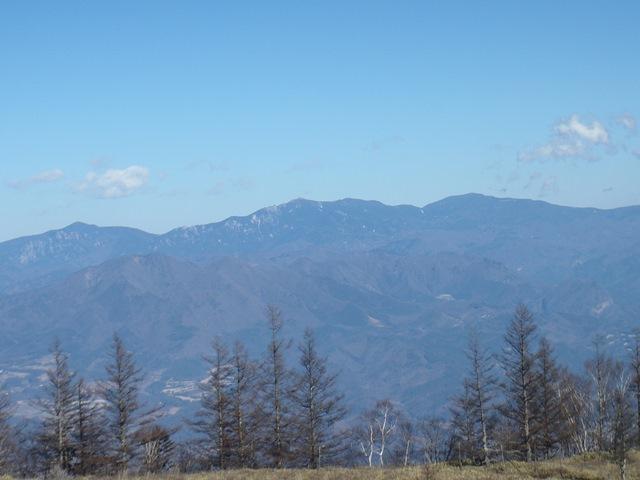 左から瑞牆山(後ろは小川山)・金峰山・国師岳.JPG