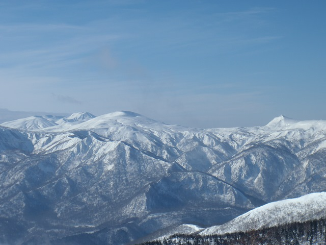 右烏帽子岳(乳頭山)左秋田駒ケ岳.JPG