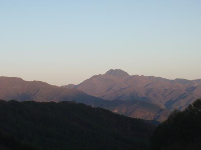 夕暮れの皇海山.JPG