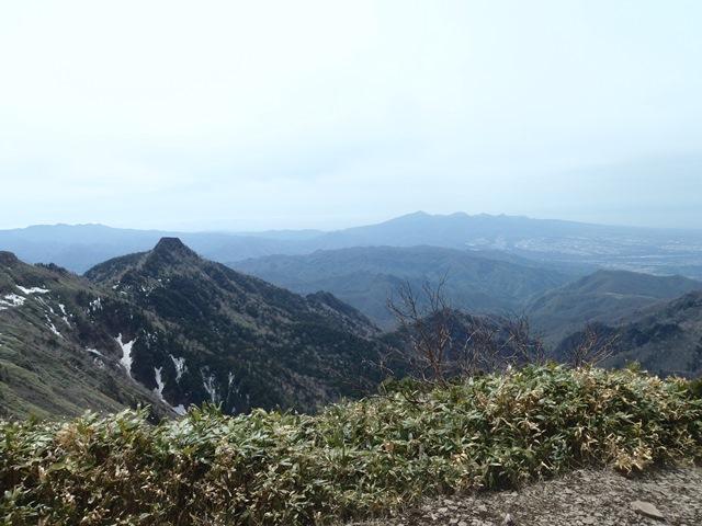 山頂から赤城山.JPG