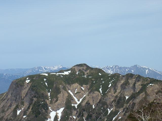 稜線の向こうは谷川連峰.JPG
