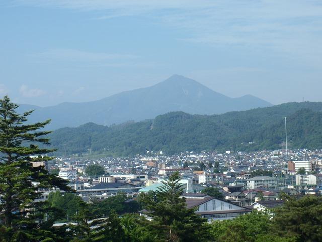 天守閣より磐梯山.JPG