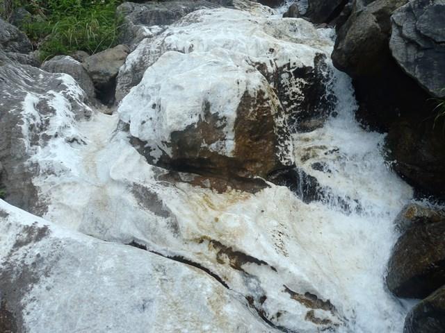 大理石の川底2.JPG