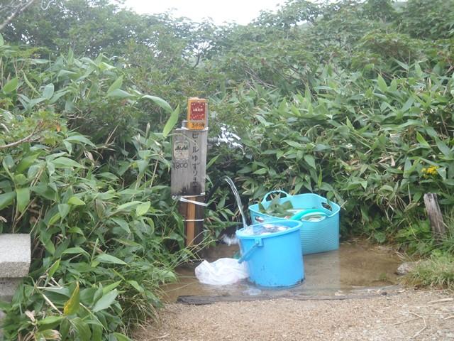 小屋の前の水場.JPG