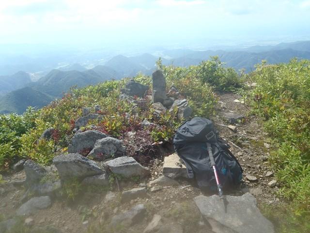 沢渡黒伏山頂と山形盆地.JPG