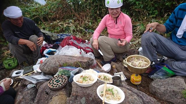 山頂にて豪華な食事.JPG