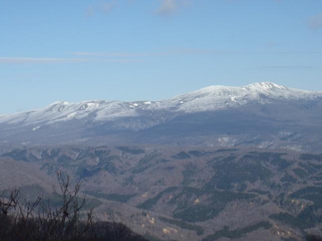 山頂より栗駒山.JPG