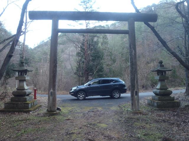 山奥の神社.JPG