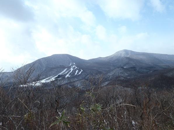 山頂より泉ヶ岳・北泉ヶ岳.JPG