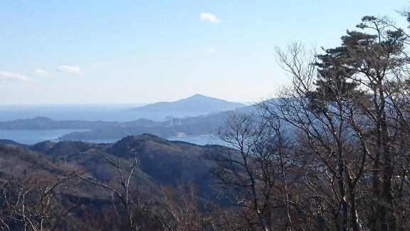山頂より金華山.JPG