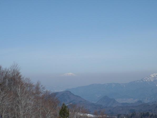 遠く鳥海山.JPG