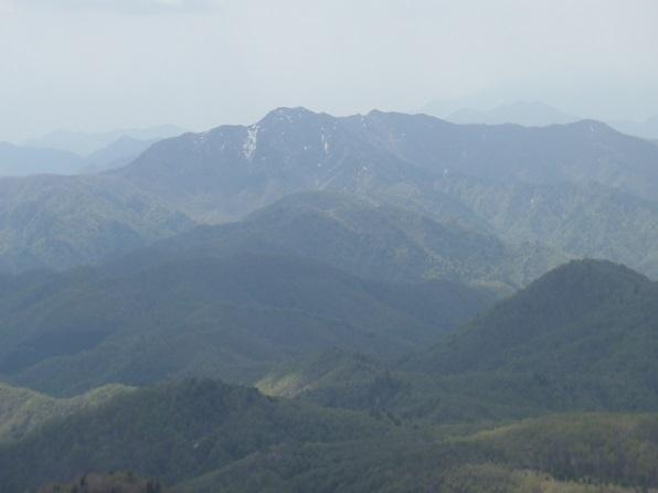七ヶ岳から荒海山.JPG