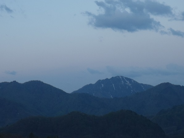 高杖スキー場から荒海山.JPG