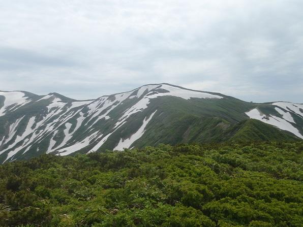 竜門山と竜門小屋.JPG