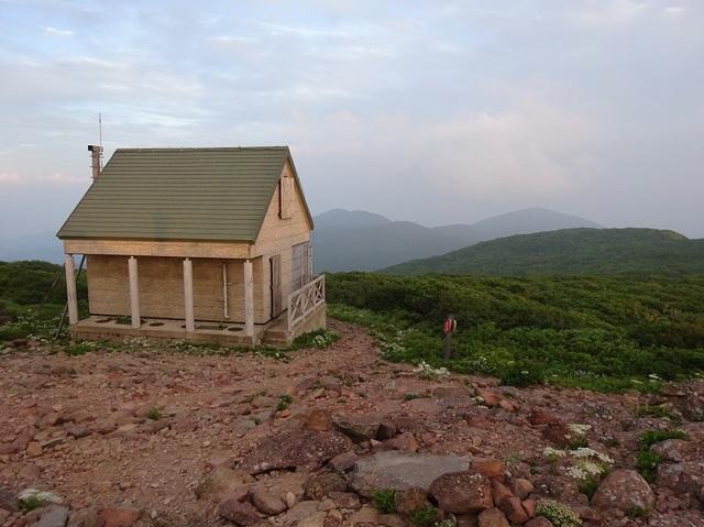 船形山頂避難小屋.JPG