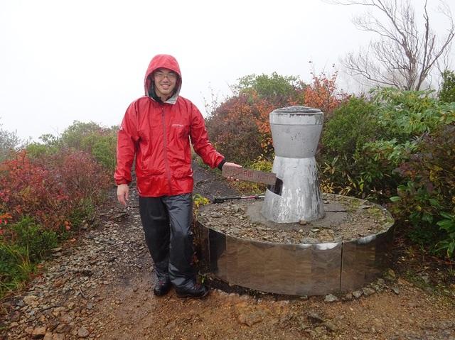 会津朝日岳山頂1.JPG