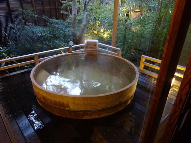 部屋の露天風呂.JPG