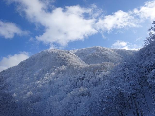 南面白山.JPG