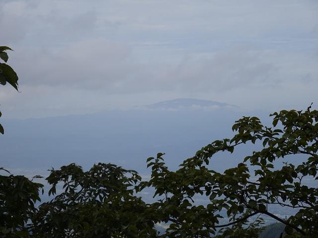 遠く月山.JPG