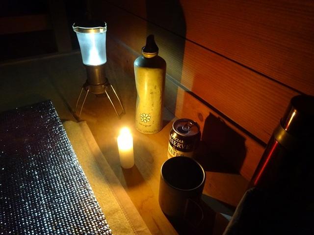 夜の避難小屋.JPG