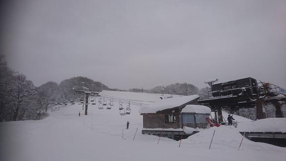 オープン前の積雪.JPG