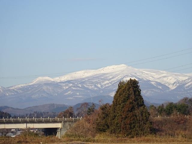 4号線から栗駒山.JPG