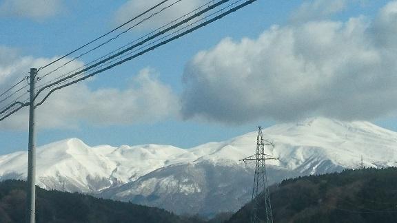 車窓からの鳥海山.JPG