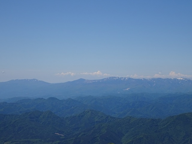 山頂より左安達太良山・右吾妻連峰.JPG