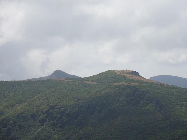 箕輪山頂から左安達太良山右鉄山.JPG