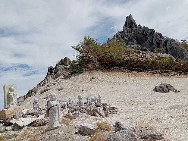 地蔵岳とお地蔵.jpg