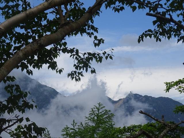 山頂からオベリスク.JPG